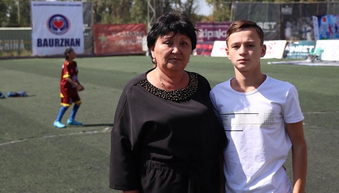 Лучшего игрока футбольного чемпионата среди сирот «Навстречу мечте» забрали домой (фото)