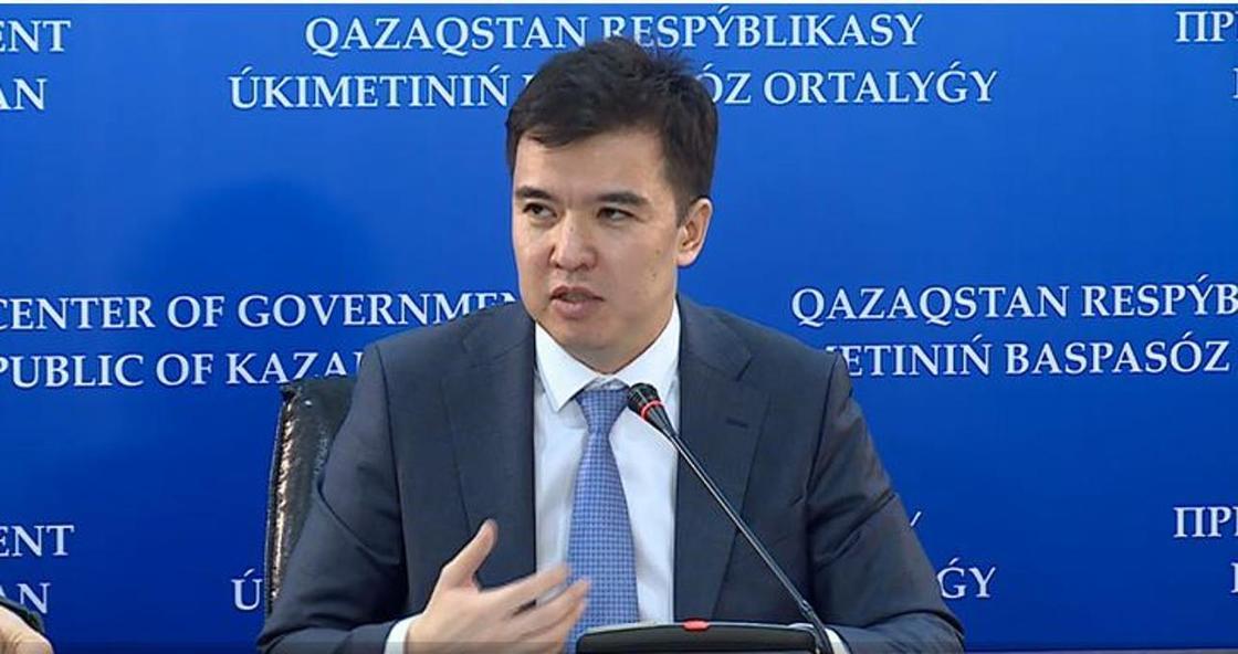 Даленов показал свой казахстанский костюм (фото)