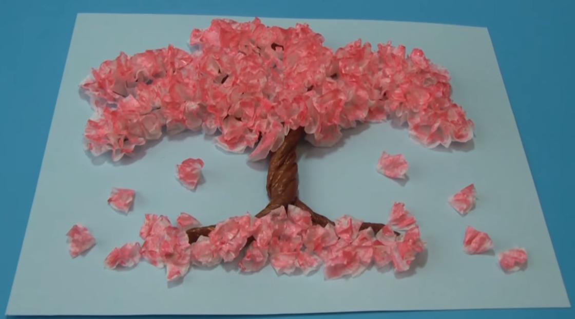 Цветущая сакура из салфеток