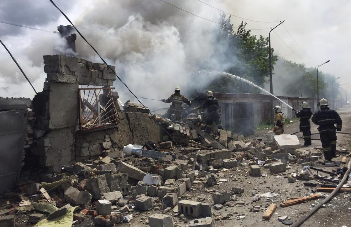 Семь человек пострадали при взрыве на СТО в Костанае
