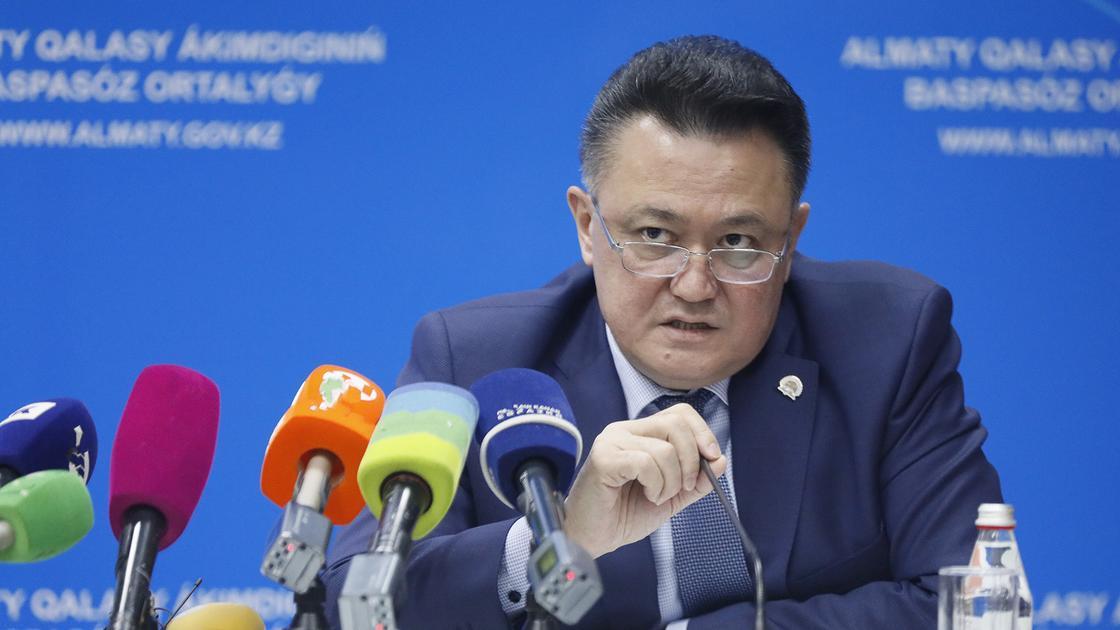 Глава упрздрава Алматы самоизолировался и ночует в офисе