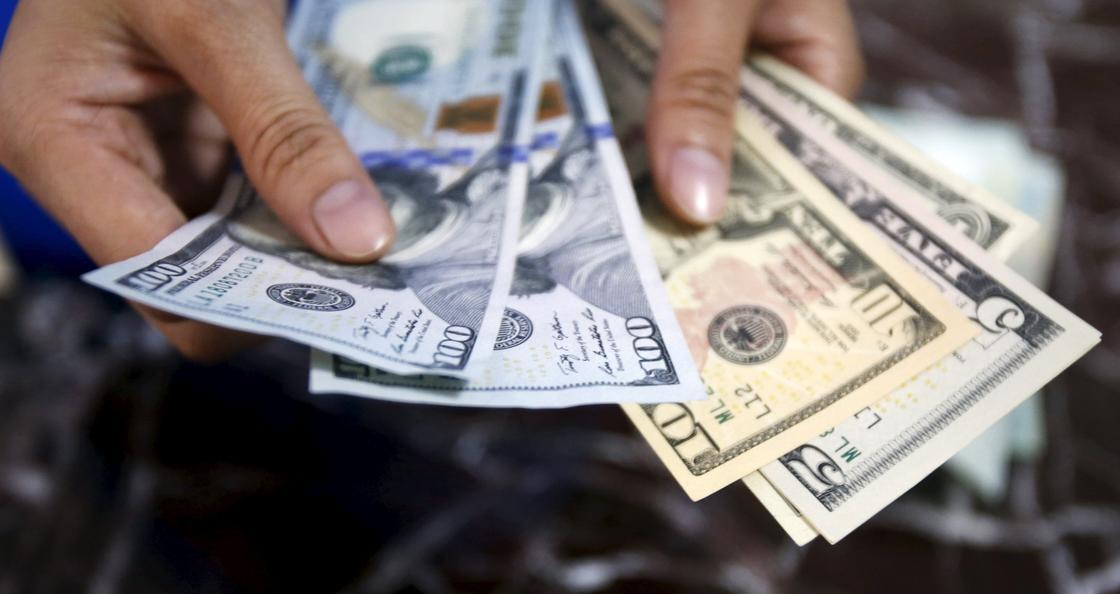 Доллар подорожал в обменниках до 383 тенге