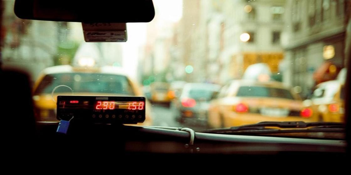 Джентельменский поступок: таксист изнасиловал девушку, но довез до остановки после 8 марта