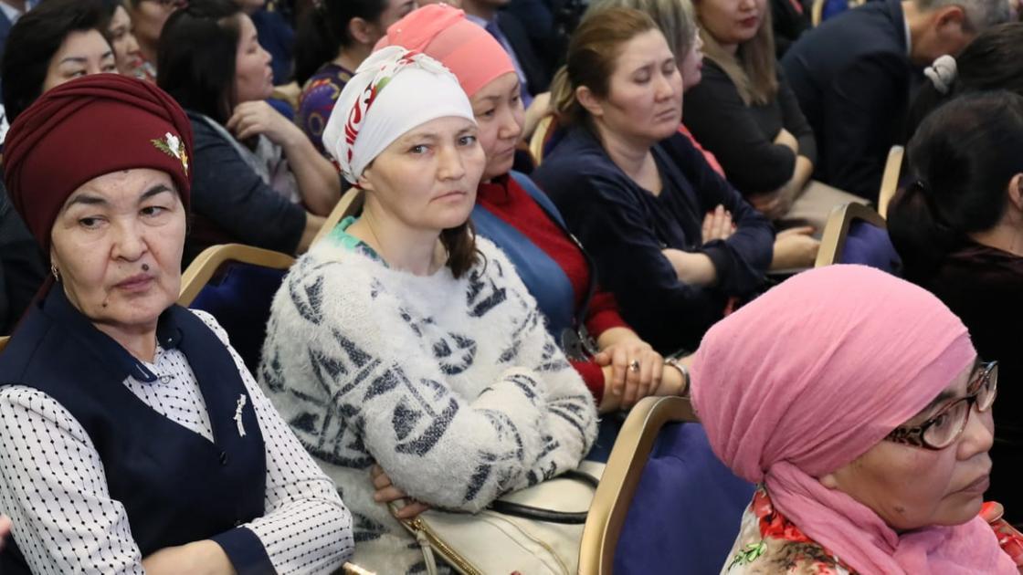 Абдыкаликова посетила многодетные семьи в Актюбинской области
