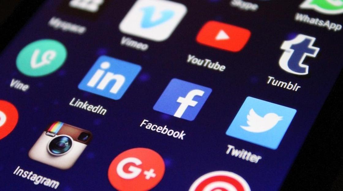 Соцсети уличили в использовании вызывающих зависимость трюков