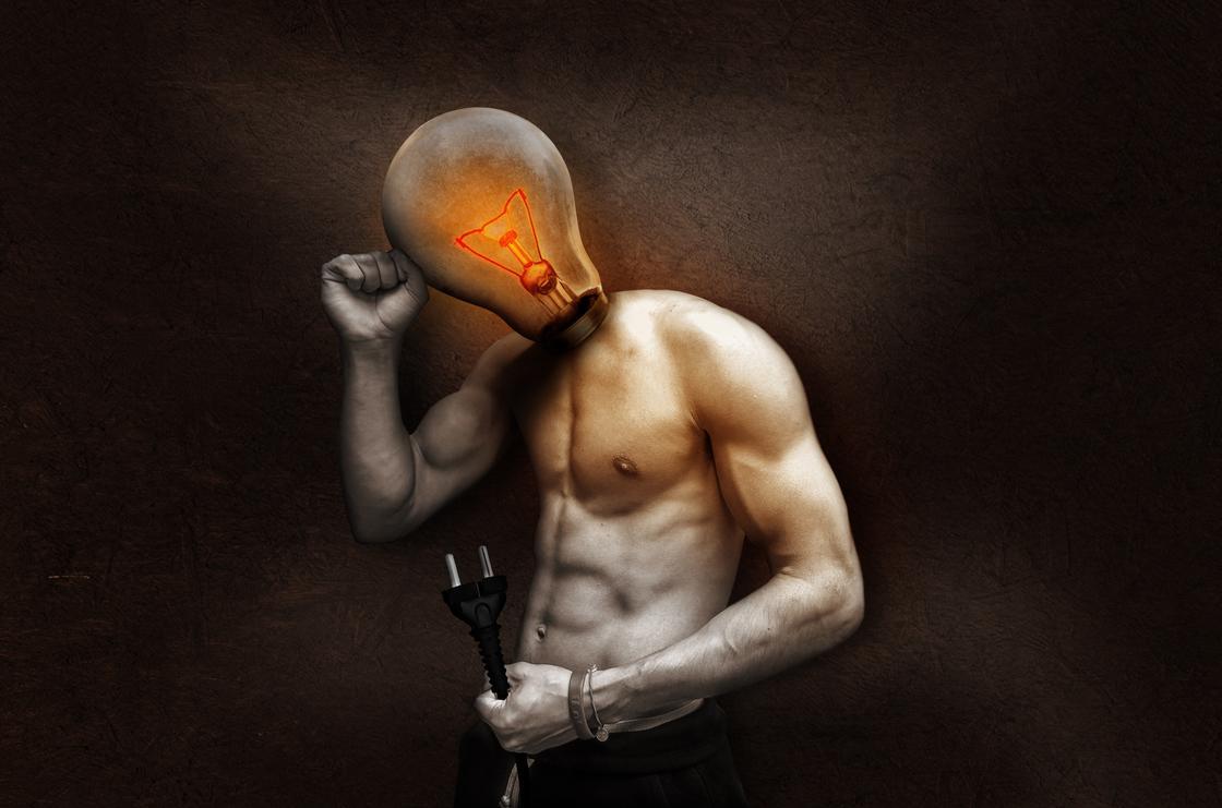 Мужчина с лампочкой вместо головы