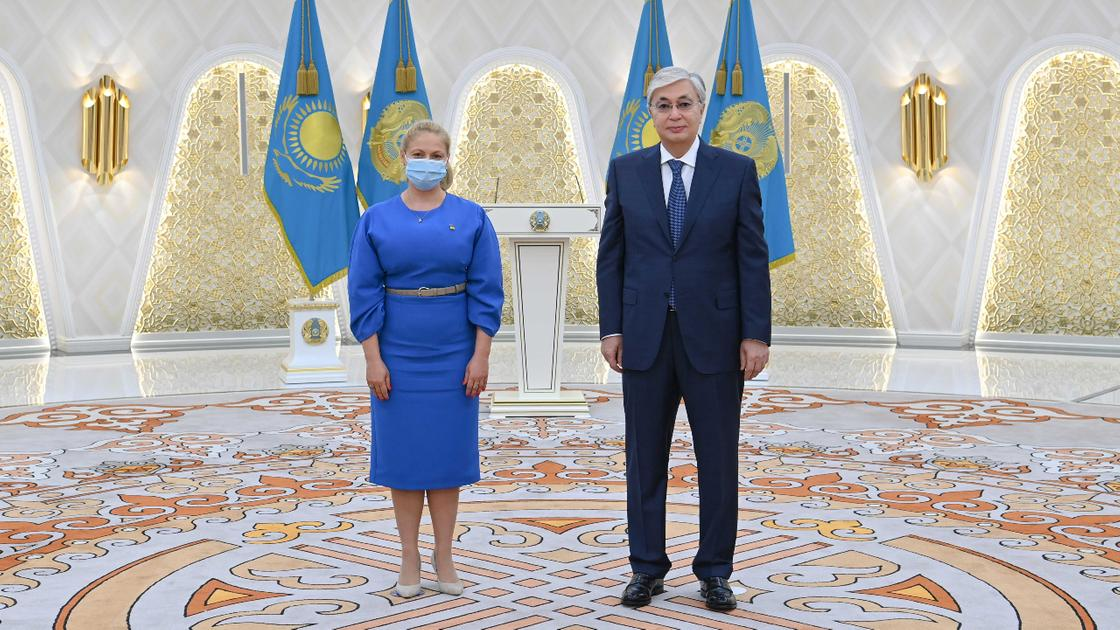Касым-Жомарт Токаев и посол Румынии Мэдэлина Лупу