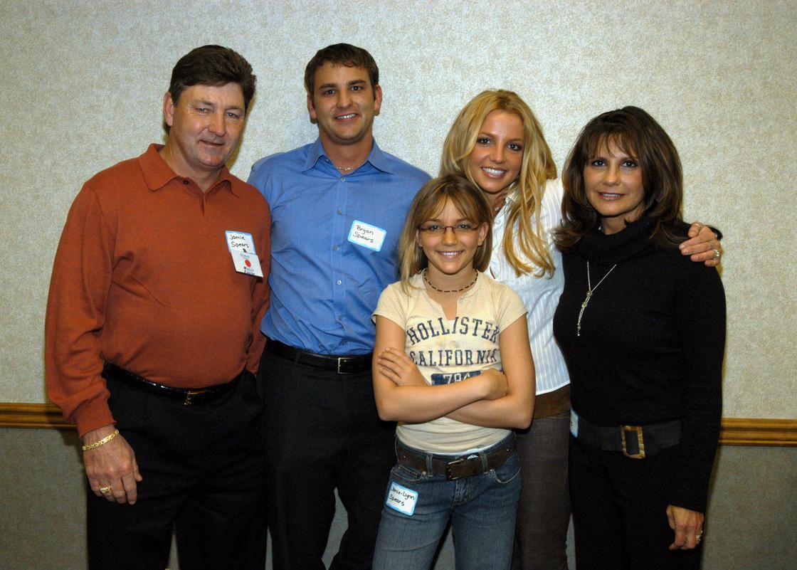 Джейми Спирс, Брайан, Бритни, Джейми-Линн и его супруга Линн