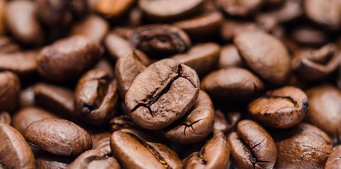 Сухие кофейные зерна