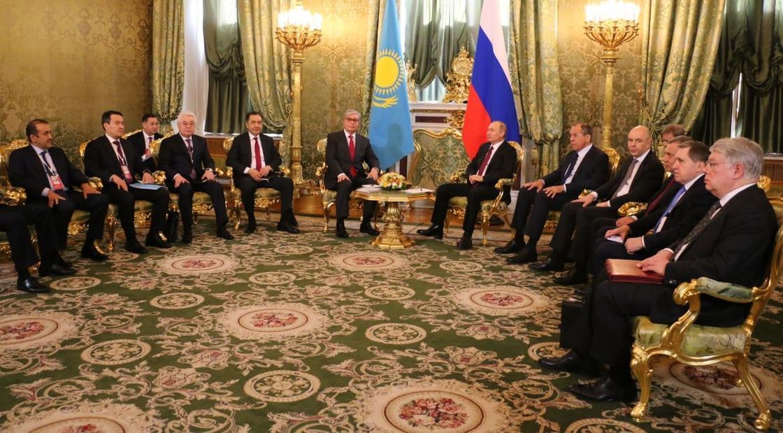 Путин Кремльде Қазақстан президенті Тоқаевты қабылдады (фото)