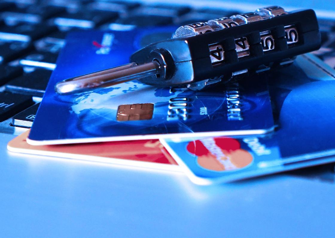 Как уберечь свои деньги от мошенников в Казахстане