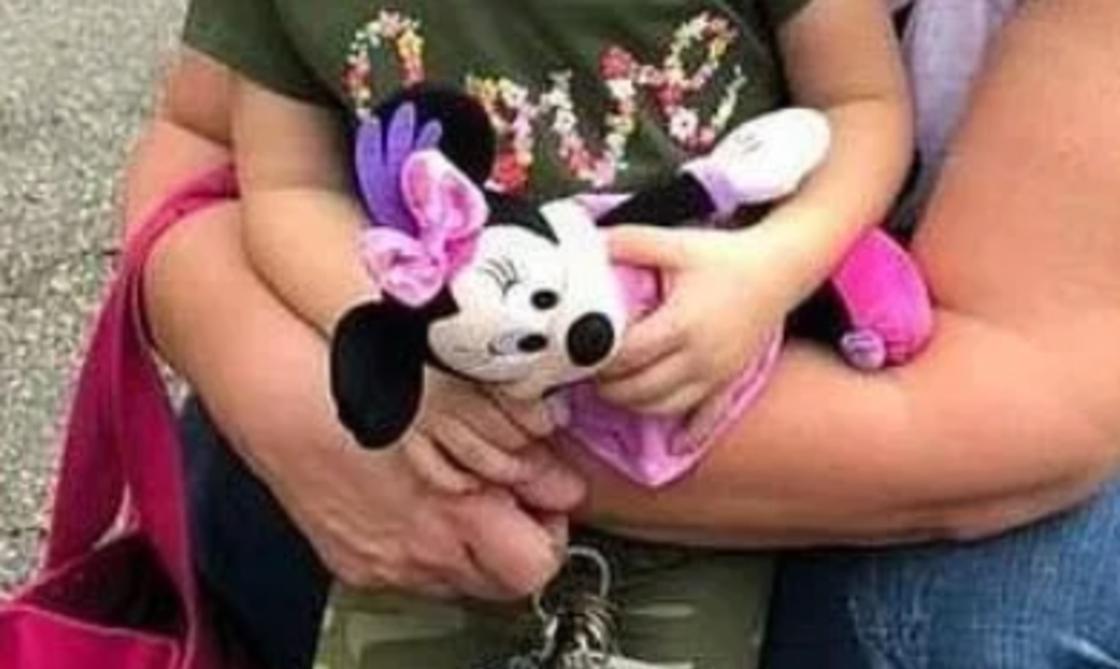 Женщина втайне следила за своим бывшим мужем через детскую игрушку