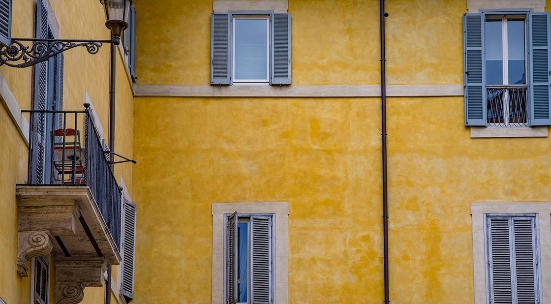 Тело мужчины нашли на балконе в Шахтинске