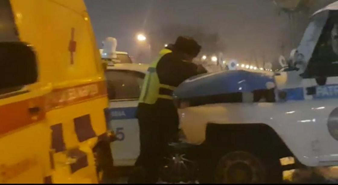 Машины экстренных служб пострадали от столкновения с грузовиком в Усть-Каменогорске