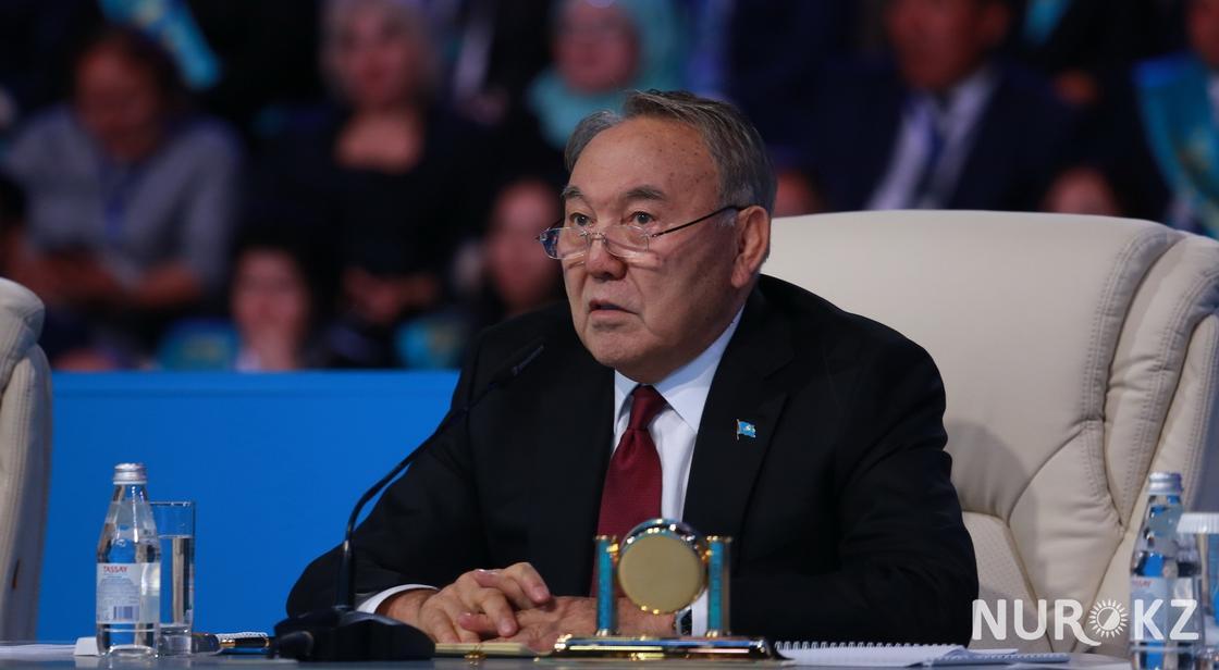 Назарбаев: Мы импортируем всякую чепуху и одеваемся в заграничное