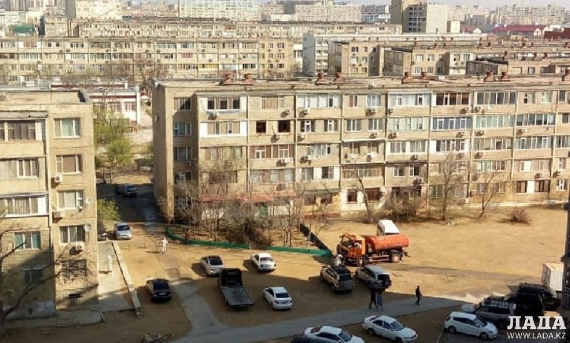 Мужчина выпрыгнул из окна закрытой на карантин многоэтажки в Актау