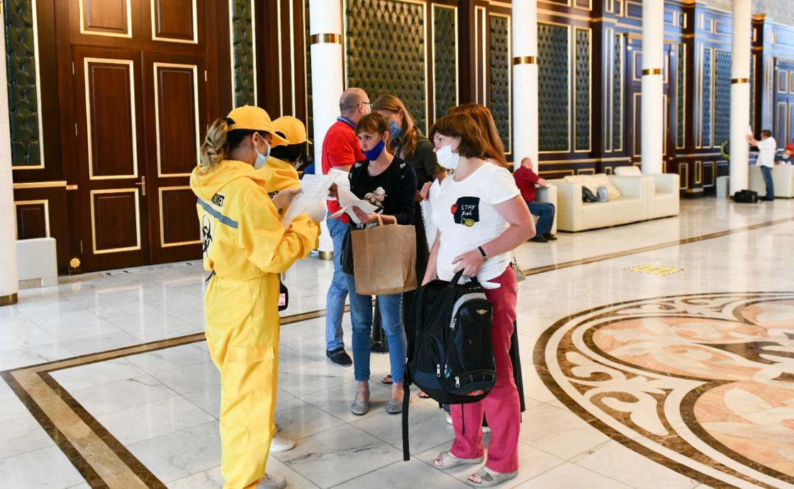 Российские врачи, прибывшие в Нур-Султан
