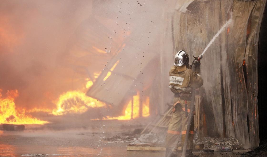 Банный комплекс горел в горах Алматы