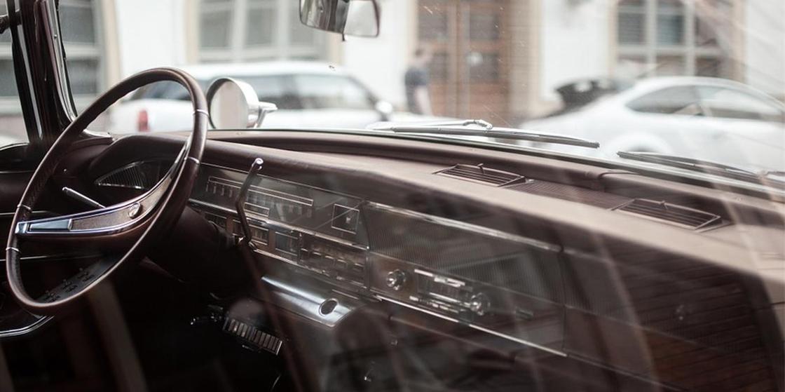 Ребенок прижал шею стеклом в машине и задохнулся в Карагандинской области