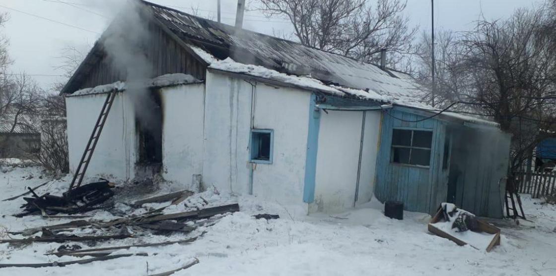 Двое детей погибли в пожаре в ВКО (фото)