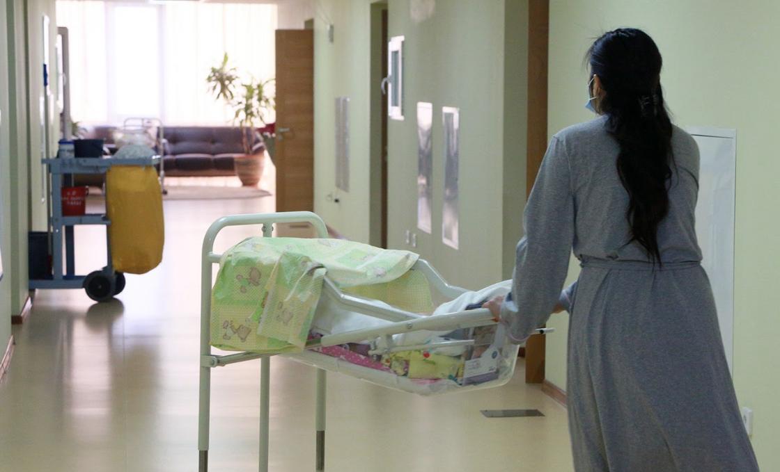Отдали тело чужого младенца: семья из Алматинской области обвиняет врачей в подмене