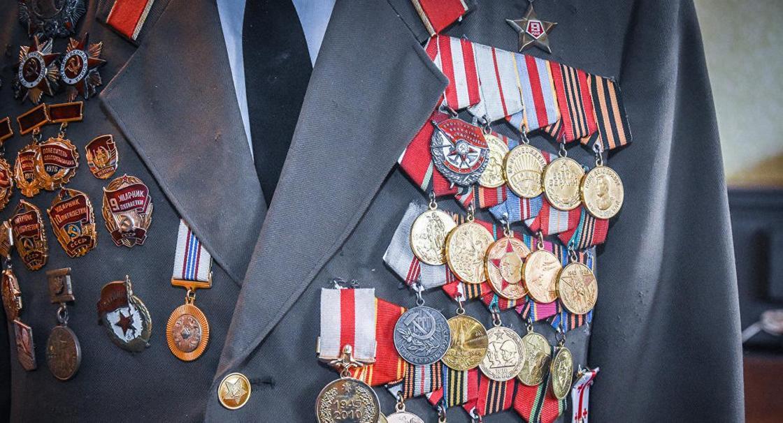 Золота на 7 млн тенге и медали ВОВ похитили воры из квартир в Костанайской области