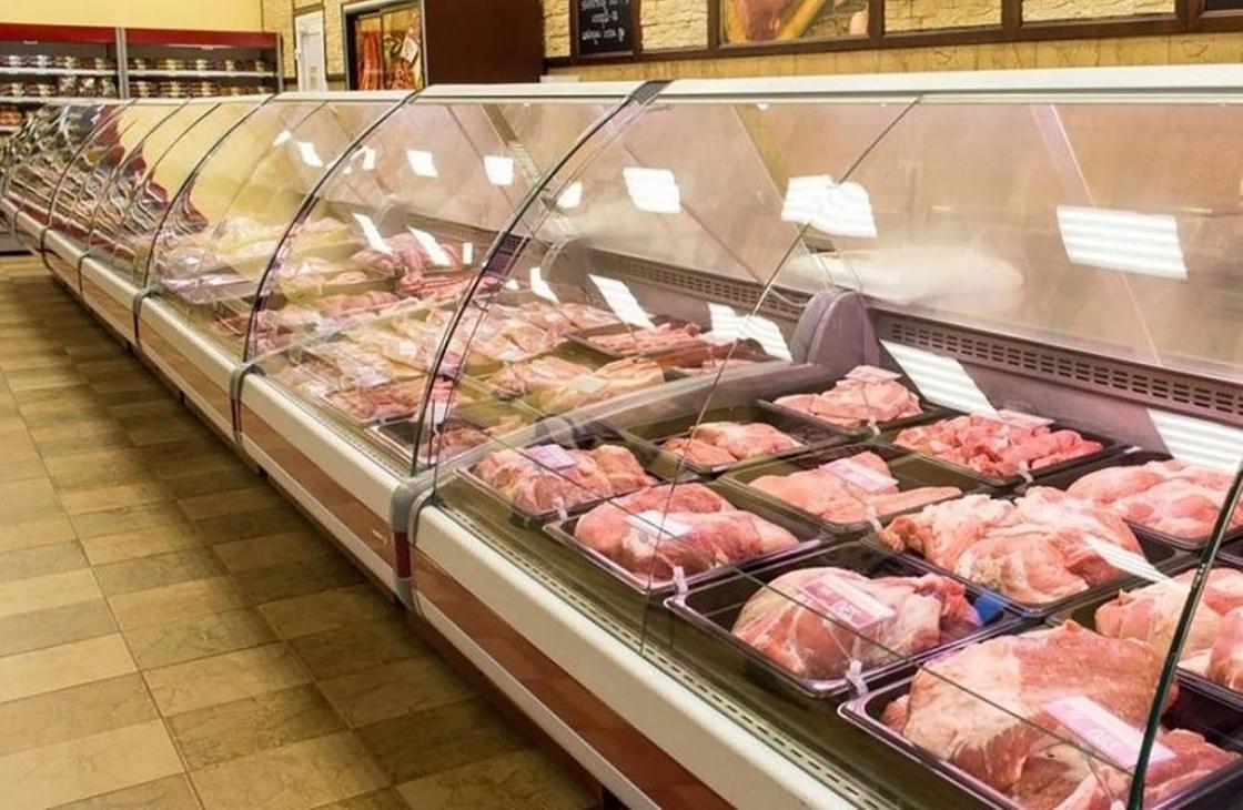 Мясные продукты в магазине