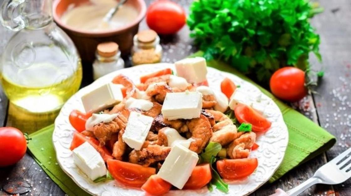 Салат с жареным мясом птицы