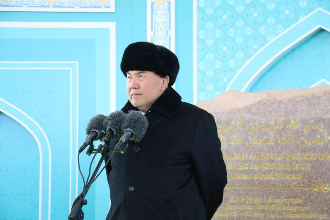 Назарбаев заложил камень самой большой в Казахстане Главной мечети Астаны (фото)