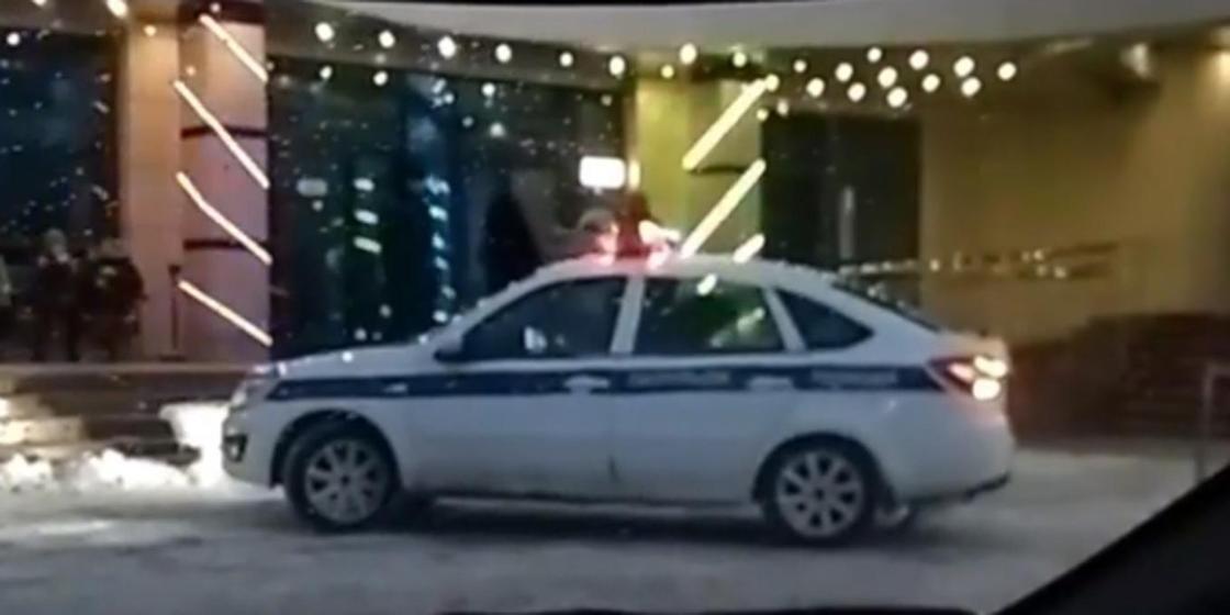 Ребенку стало плохо: видео из соцсетей прокомментировали полицейские Павлодара
