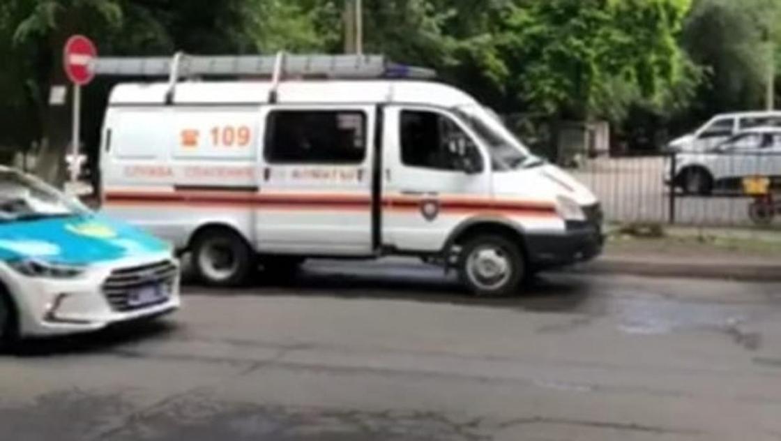 """Межрайонный экономический суд Алматы """"заминировали"""""""