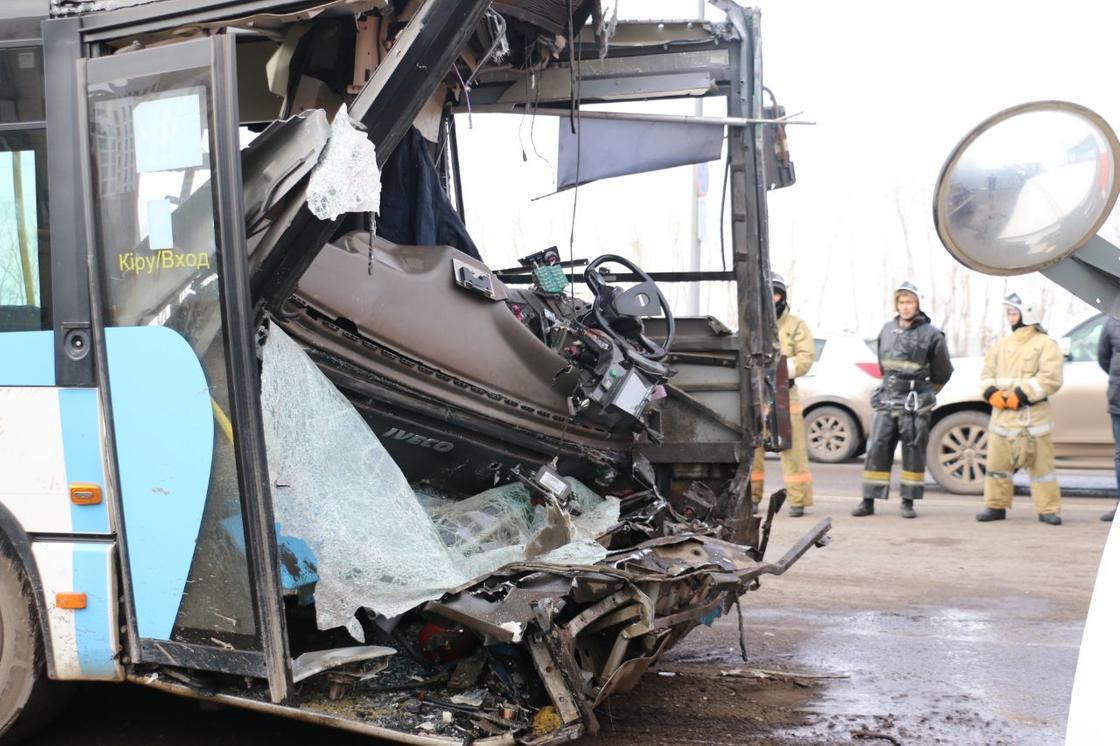 Нұр-Сұлтанда ұш автобустың соқтығысуы: әкімшілікте қайтыс болғандар туралы айтты