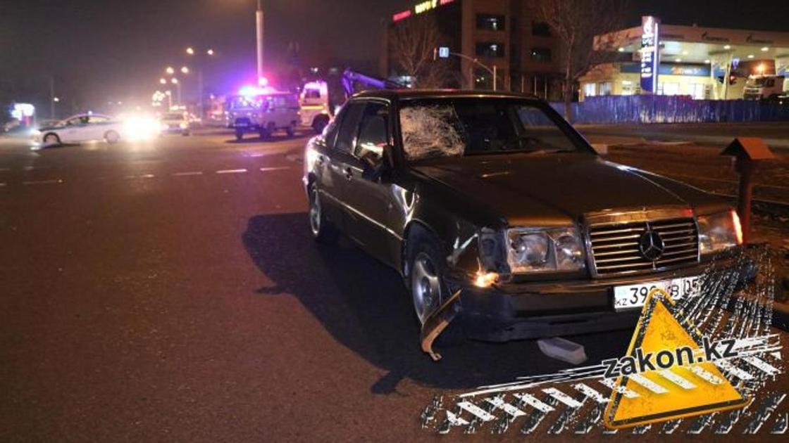 Mercedes насмерть сбил пешехода в Алматы
