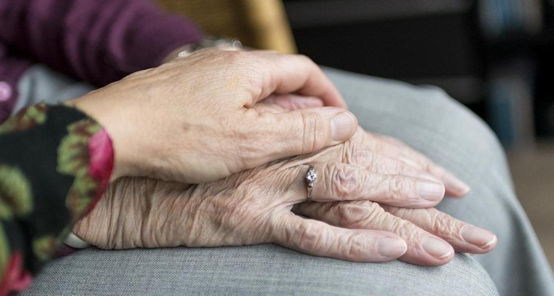 Пенсионер открыл клуб знакомств, чтобы найти молодую спутницу в Шымкенте