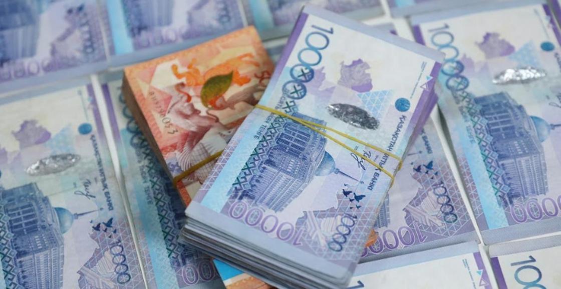Жители Актобе пытались забрать из банка более 100 млн тенге по поддельному документу