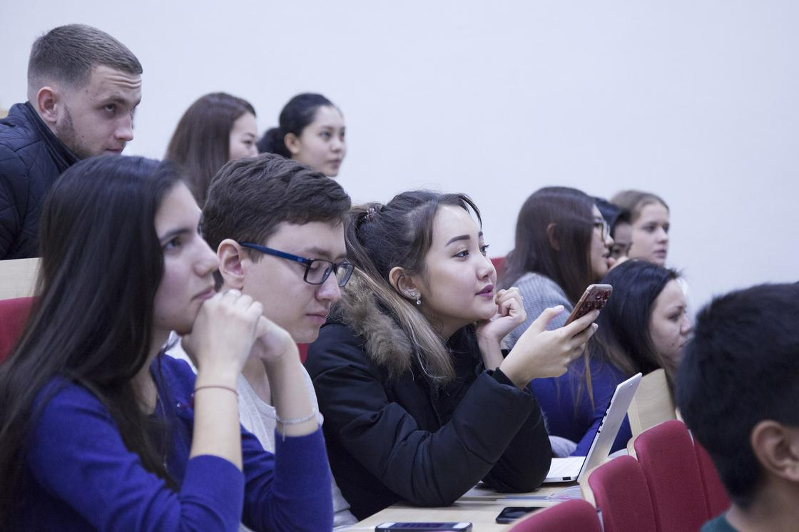 Молодых казахстанцев учат, как планировать пенсию