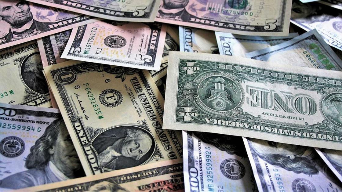 Курс доллара превысил 387 тенге в обменниках