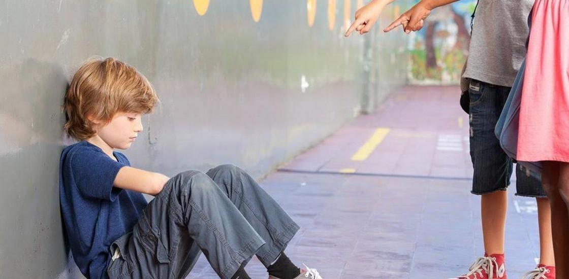 Травля над учеником: родители учеников заступились за директора лицея в Караганде