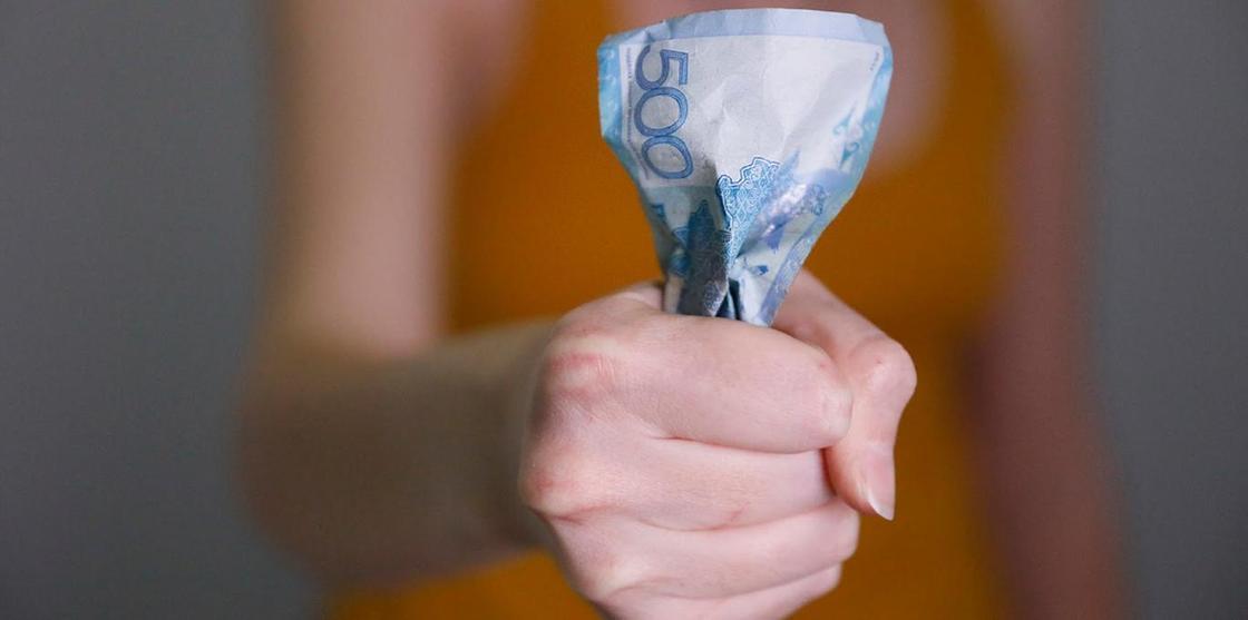 Сколько живет коронавирус на деньгах, масках и одежде