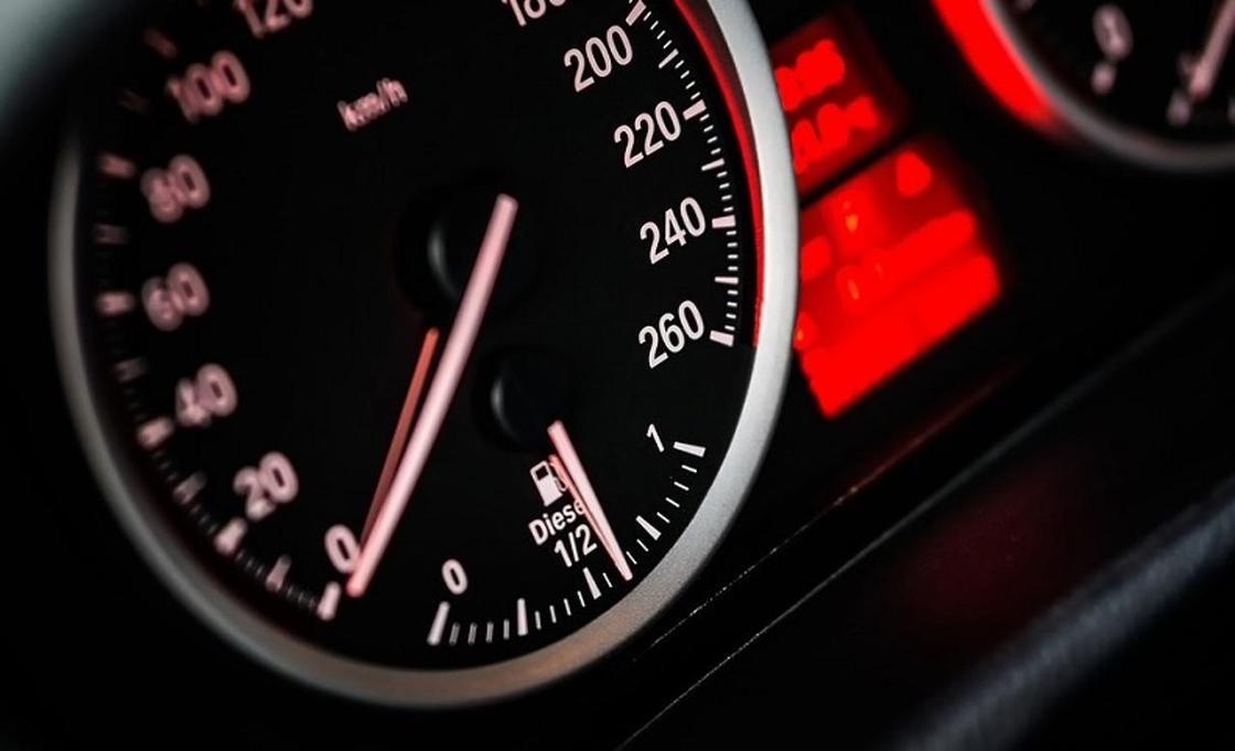 Как измеряют среднюю скорость на дорогах, рассказали в полиции