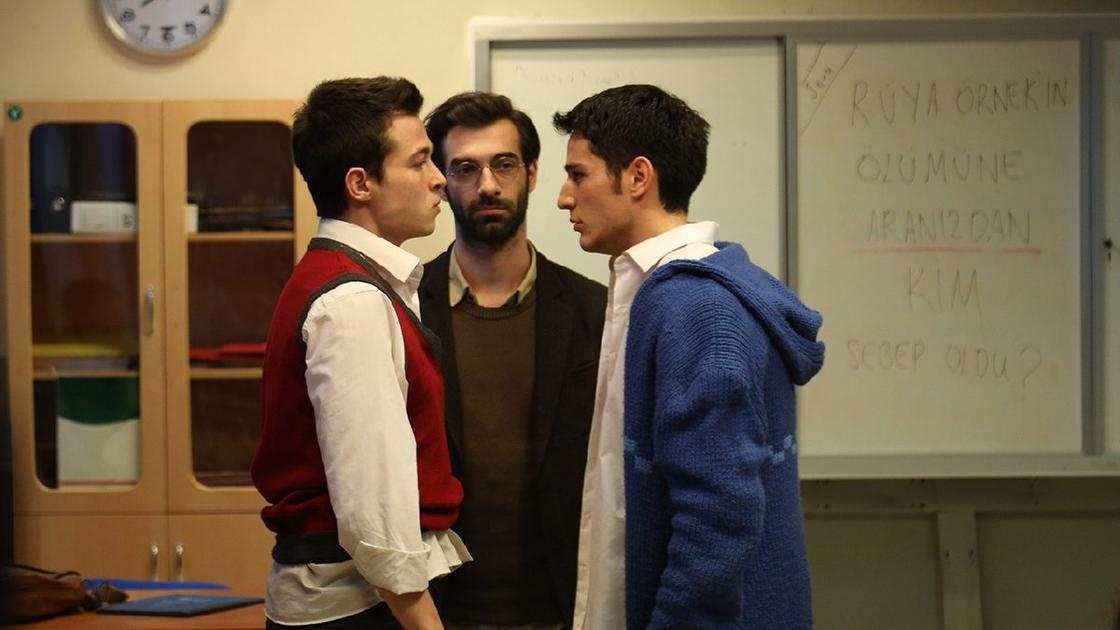 Кадр из сериала «Учитель»