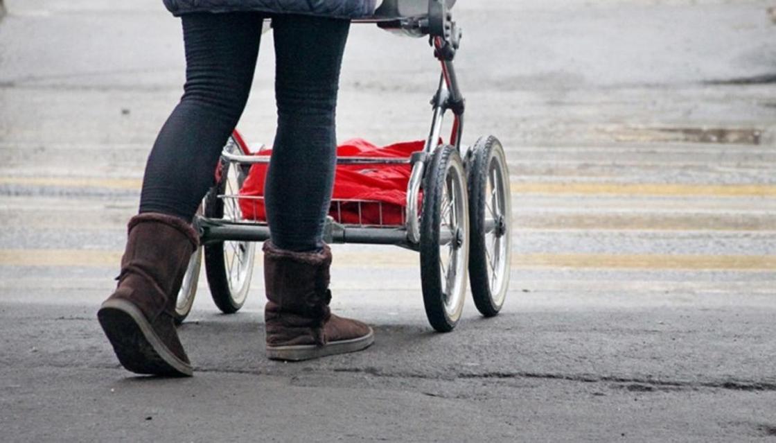 «Гори в аду, сволочь»: женщина обматерила мужчину, который отдал ей коляску даром