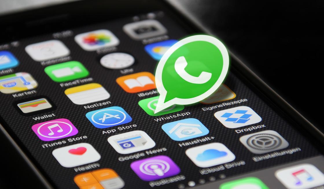 Карантин продлится до сентября: первоапрельскую шутку запустили в WhatsApp