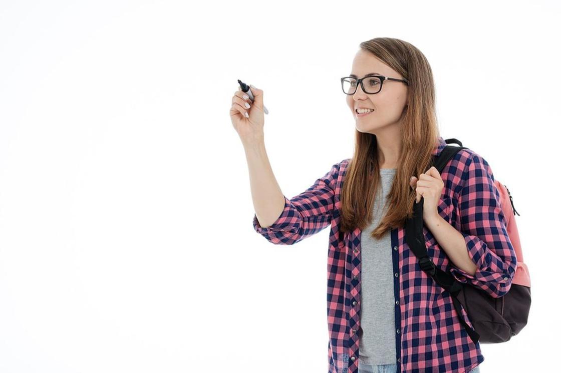 Девушка с маркером