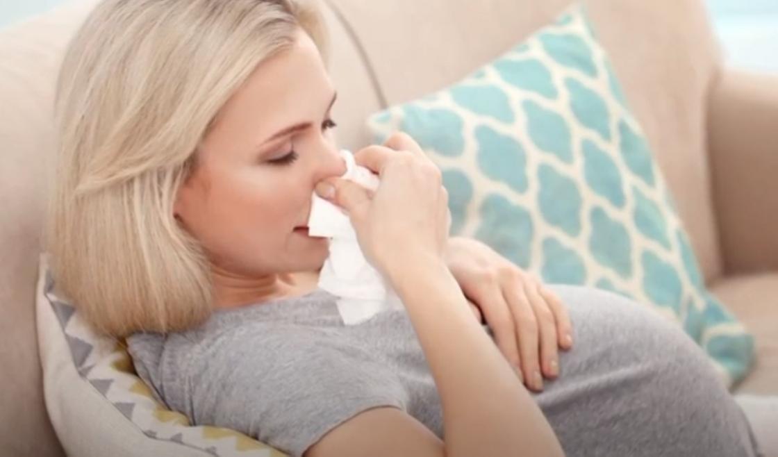Беременная женщина простужена