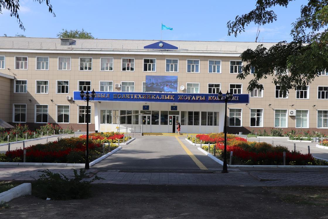 здание колледжа