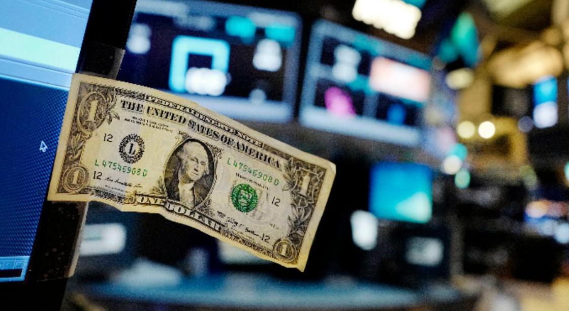 Курс доллара упал до 375 тенге