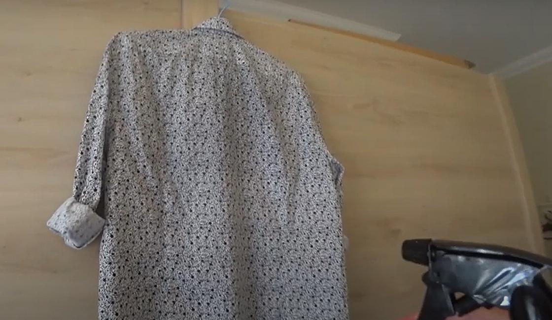 Распыление на рубашку специальной жидкости