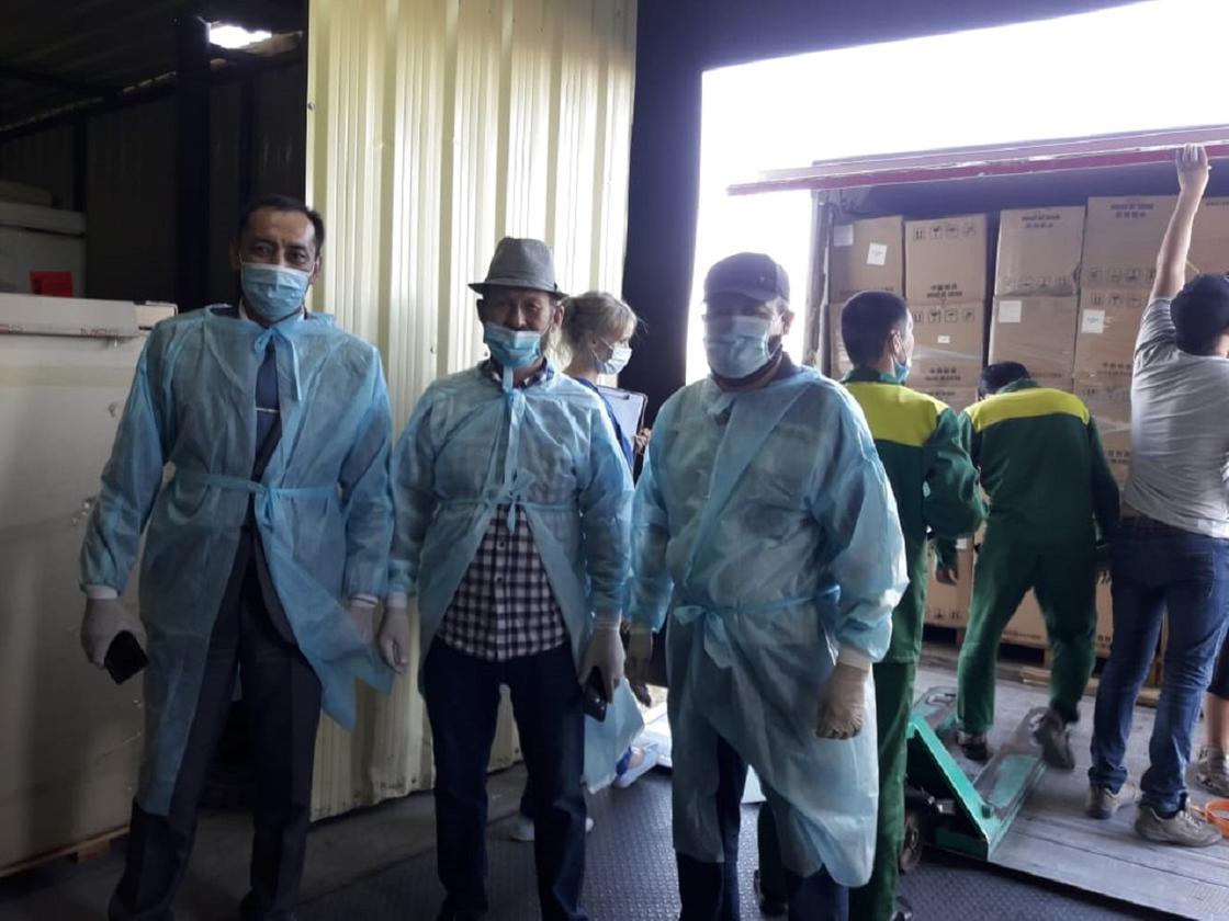 Гуманитарную помощь из Узбекистана доставили в Казахстан