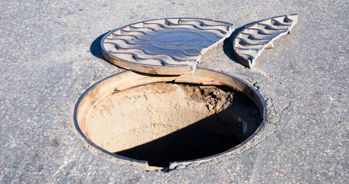 Почти 3 млн тенге отсудил астанчанин за разбитый из-за люка автомобиль